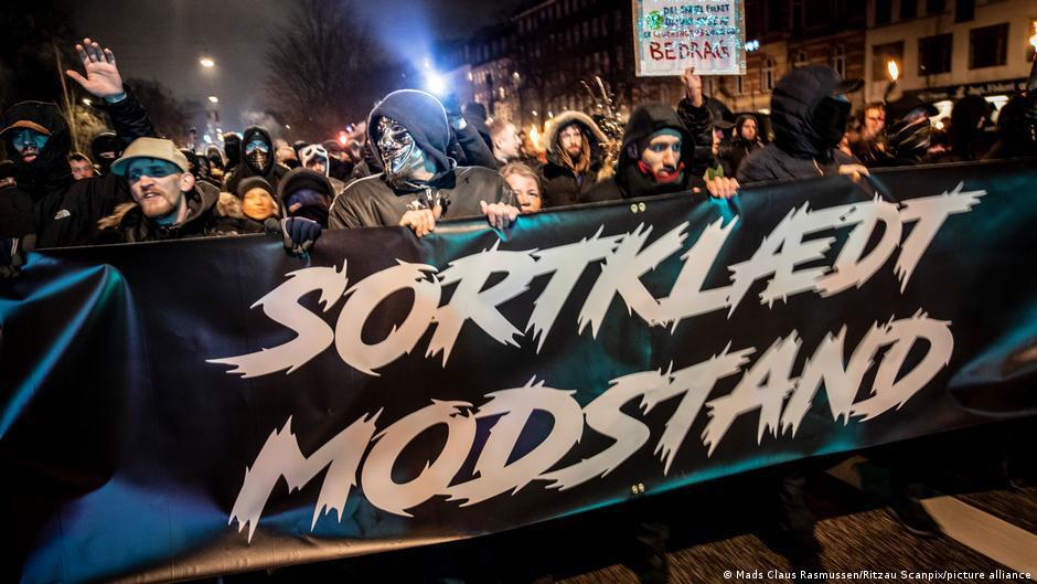 Dinamarca Dinamarca alivió algunas restricciones, mientras que otras, para disgusto de los manifestantes contra el bloqueo, se extendieron.